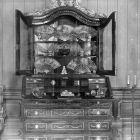 Interior photograph - display cabinet with fans in the women's salon in the Batthyány Palace (Teréz boulevard 13.)